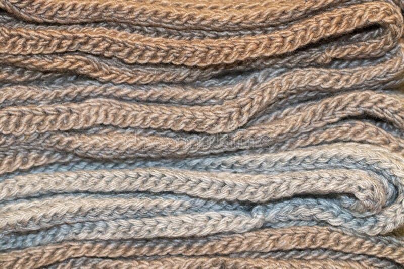Ciepli scarves składający na each inny zdjęcie royalty free