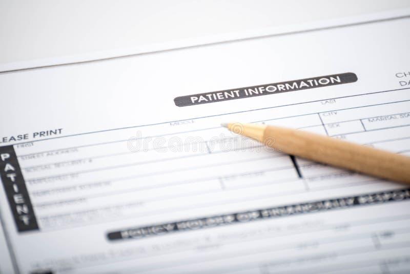 Cierpliwa informaci forma, pióro na biurku i, Medyczny kwestionariusz zdjęcie royalty free