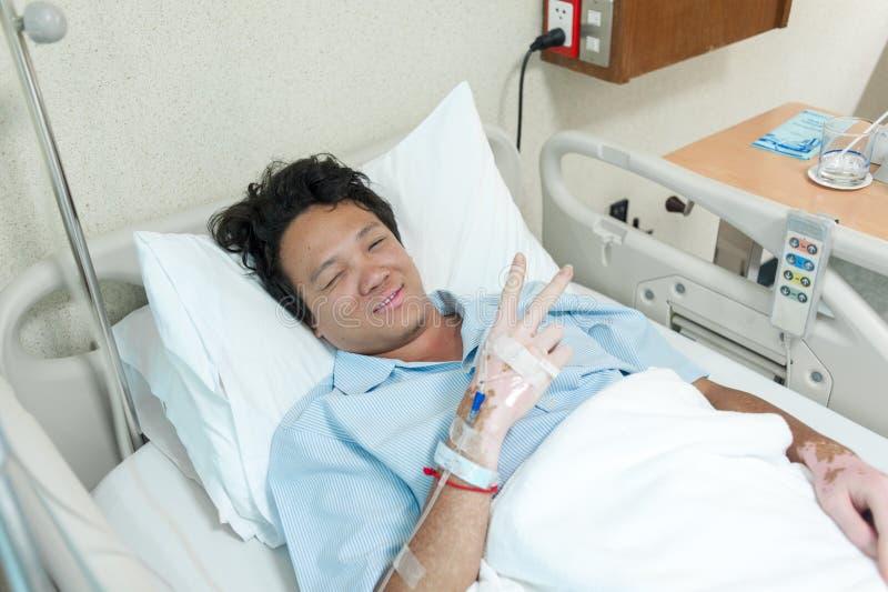 Cierpliwa płuco infekcja & przyznaje w szpitalu z iv zasolonym zdjęcia stock