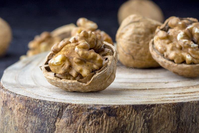 Cierra en la semilla de la Tuerca Favorito para picar y muy delicioso Tengo mucho omega 3 para el cerebro Concepto de alimentos s fotografía de archivo