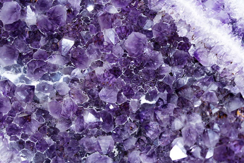 Cierre Amethyst de la roca fotografía de archivo libre de regalías
