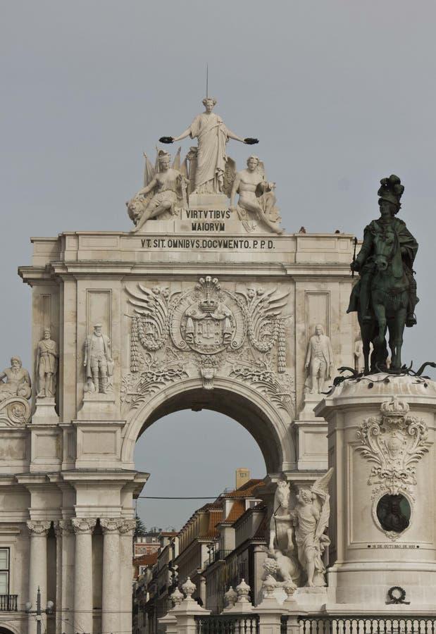 Cierre arquitectónico para arriba de la estatua ecuestre de rey Joseph fotos de archivo