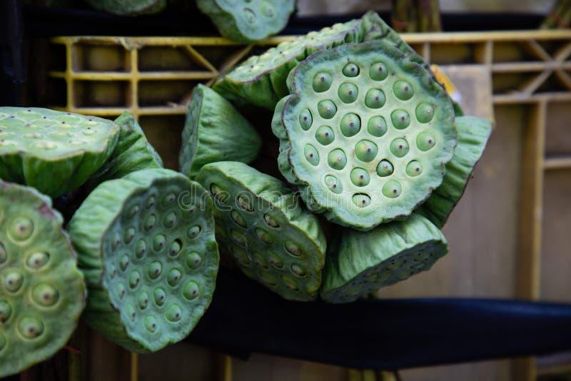 Cierre asiático de la fruta tropical encima de la visión en una caja del mercado en Bangkok fotos de archivo libres de regalías