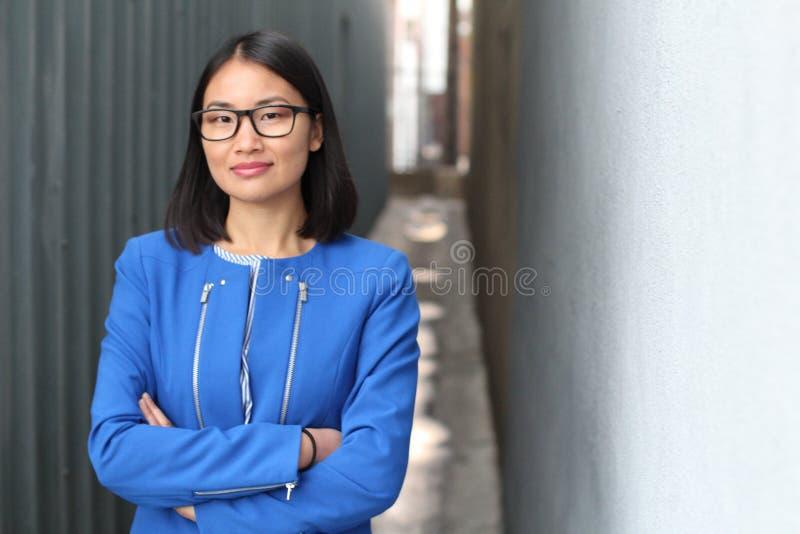 Cierre asiático elegante de la empresaria para arriba fotografía de archivo libre de regalías