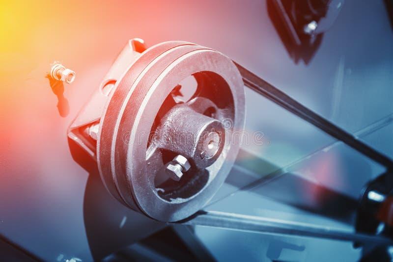 Cierre automotriz industrial del equipo de la máquina-herramienta para arriba, fondo abstracto de la trabajo de metalistería de l imagenes de archivo