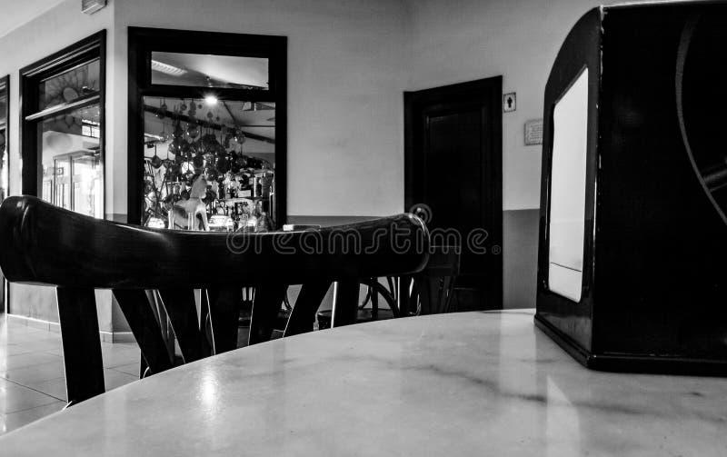 Cierre blanco y negro del arte para arriba de la mesa de centro fotos de archivo libres de regalías