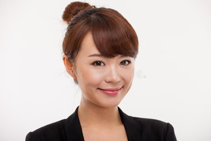 Cierre bonito asiático joven de la mujer de negocios encima del portrai foto de archivo