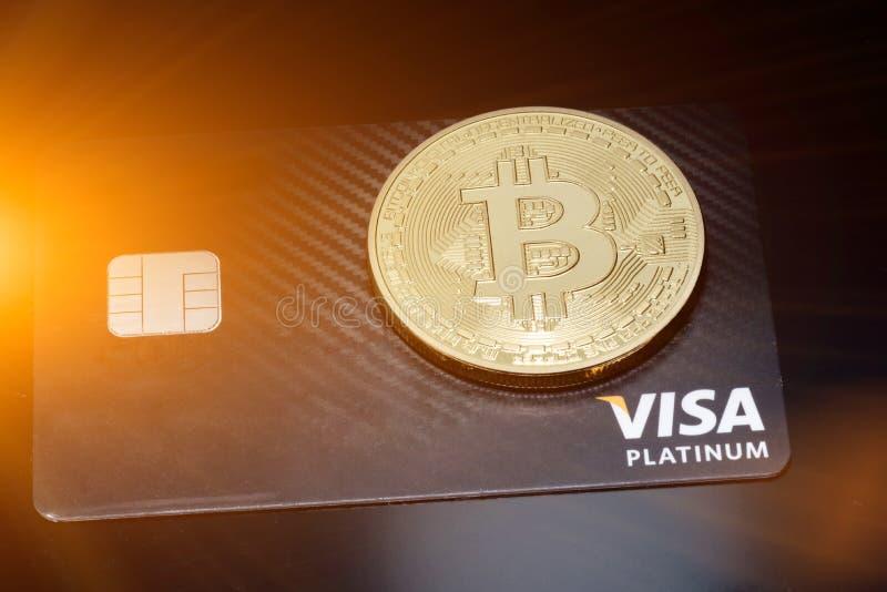 Cierre de Bitcoin Money Mining conecte a Internet Network imágenes de archivo libres de regalías