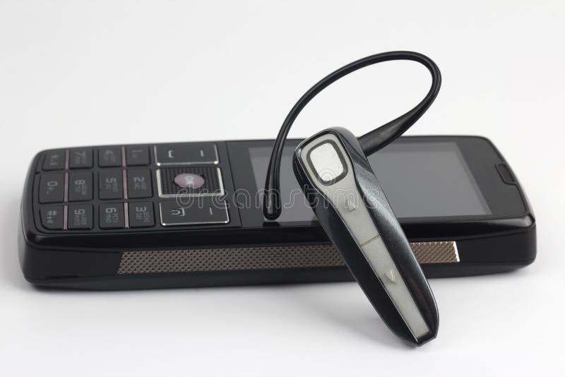Cierre de Bluetooth para arriba con un teléfono móvil imágenes de archivo libres de regalías