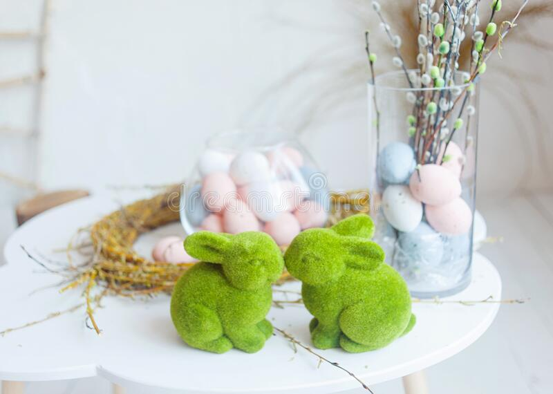 Cierre de huevos de Pascua Feliz Pascua Decoración de Semana Santa foto de archivo