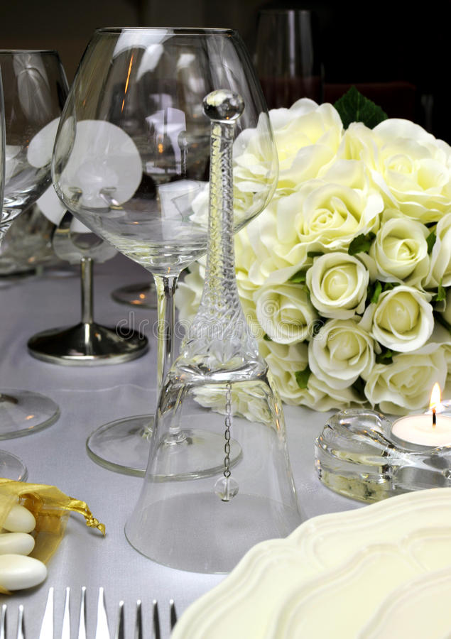Cierre de la campana de la tabla de la boda para arriba. foto de archivo libre de regalías