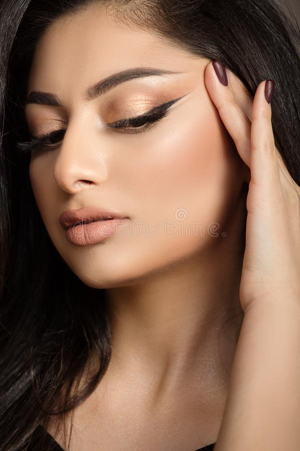 Cierre de la cara de la mujer para arriba Maquillaje y piel limpia imágenes de archivo libres de regalías