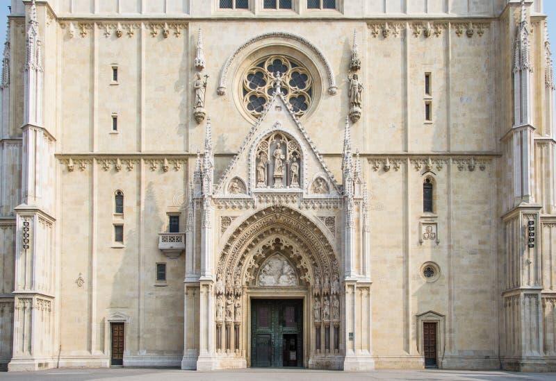 Cierre de la catedral de Zagreb encima del tiro imagenes de archivo