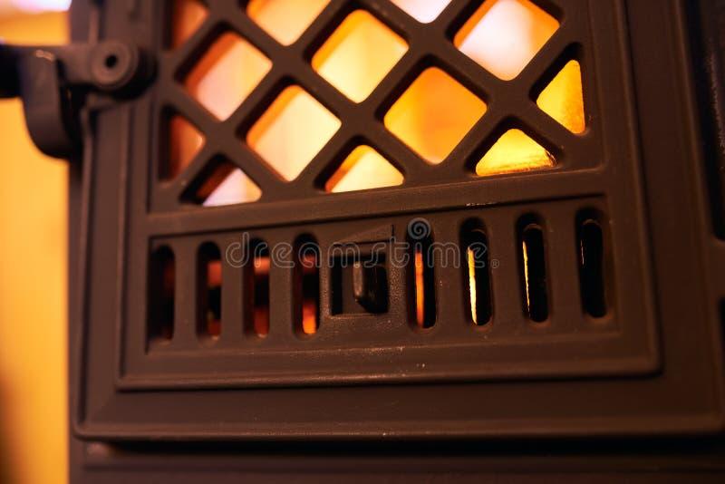 Cierre de la chimenea en casa fotos de archivo libres de regalías