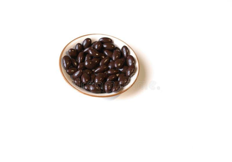 Cierre de la imagen de la comida encima del caramelo, chocolate caliente, nueces oscuras adicionales de la almendra Textura del a imagen de archivo libre de regalías