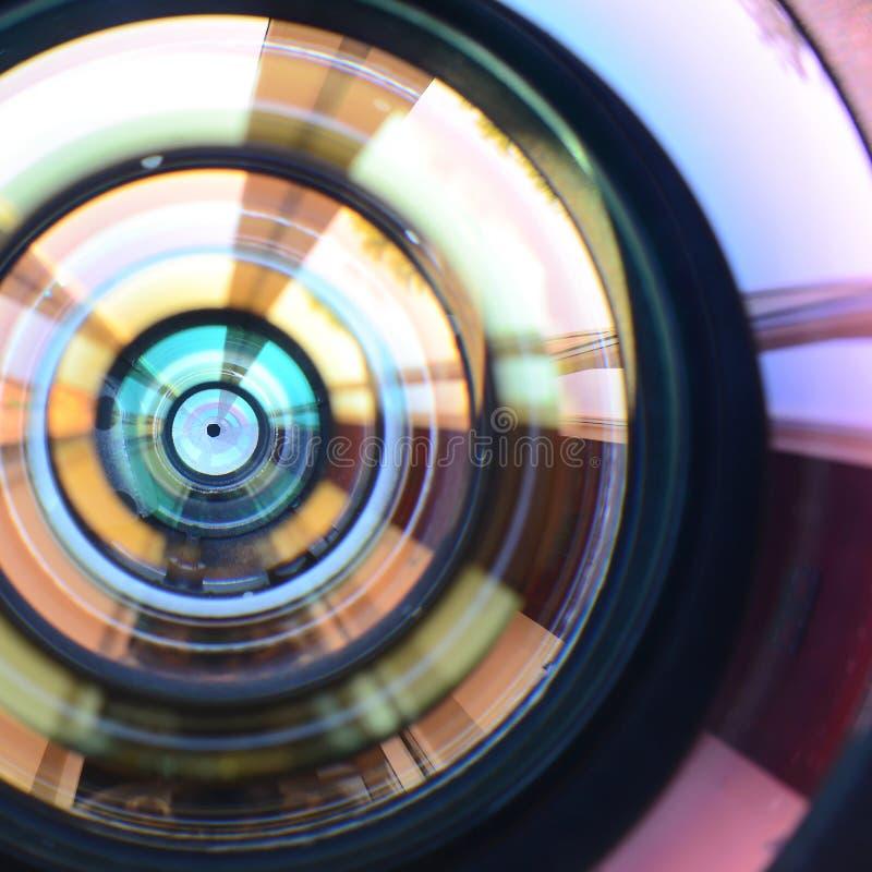 Cierre de la lente de cámara de la foto encima de la visión macra Concepto de trabajo del fotógrafo o del hombre de la cámara imagen de archivo libre de regalías