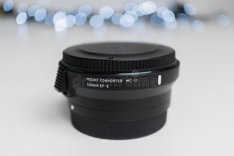 Cierre de la lente del adaptador de la sigma MC-11 para arriba imagenes de archivo