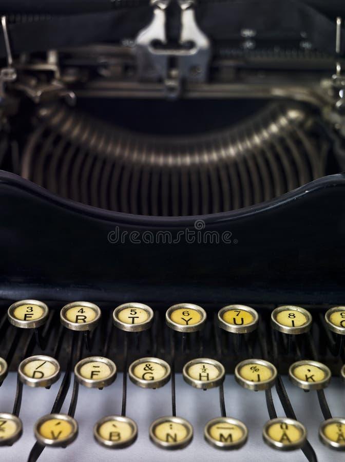 Cierre de la máquina de escribir de la vendimia para arriba fotografía de archivo