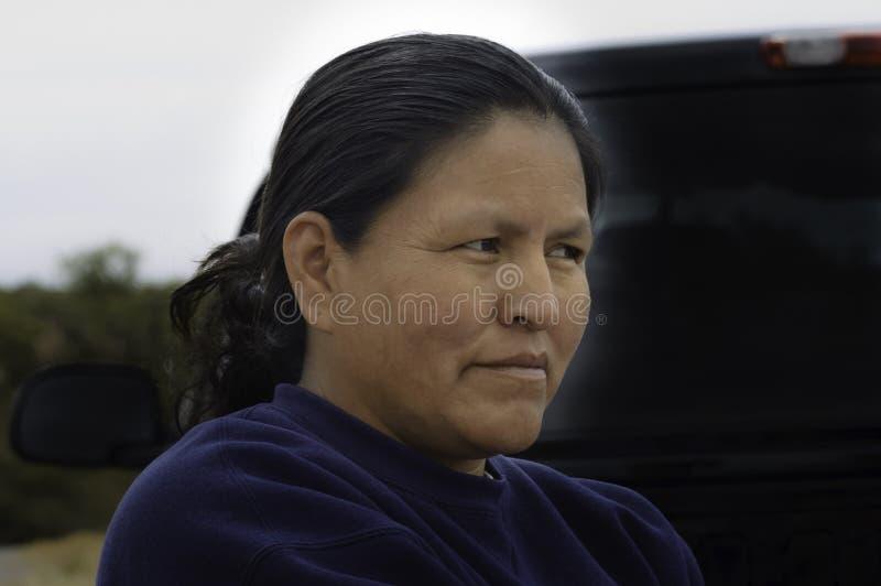 Cierre de la mujer de Navajo para arriba foto de archivo