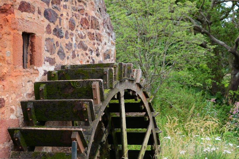 Cierre de la rueda de agua para arriba, Preston Mill, Lothian del este foto de archivo libre de regalías
