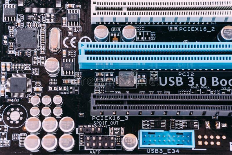 Cierre de la tecnología del fondo de la electrónica para arriba de la polilla de la placa de circuito o del ordenador imagen de archivo