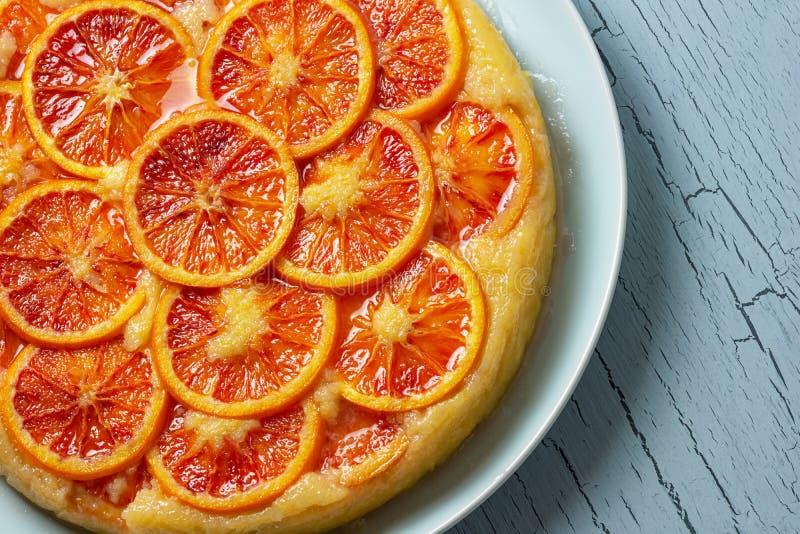 Cierre de la torta de la harina de maíz del Ricotta de la naranja de sangre para arriba fotos de archivo