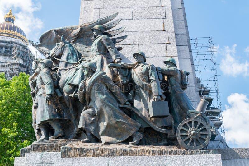 Cierre de los soldados en el Memorial de Infantería de Bruselas imagen de archivo libre de regalías