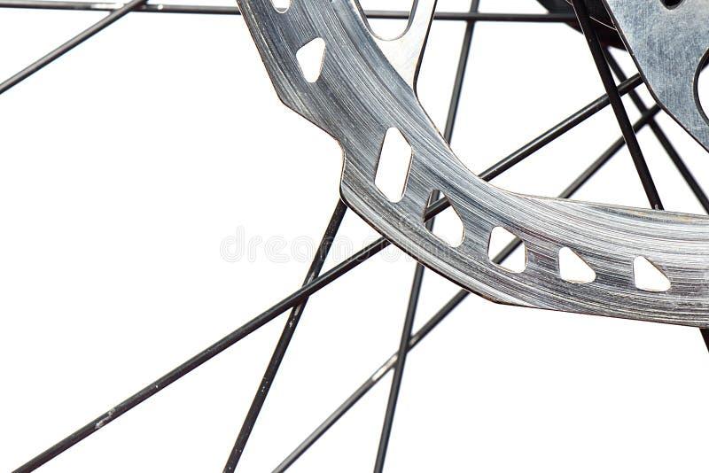 Cierre del disco de freno de la bicicleta para arriba en un fondo blanco fotos de archivo