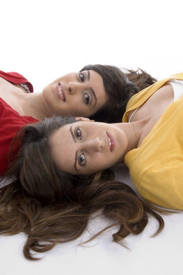 Cierre encima de jóvenes de la visión a dos amigos lindos fotografía de archivo libre de regalías
