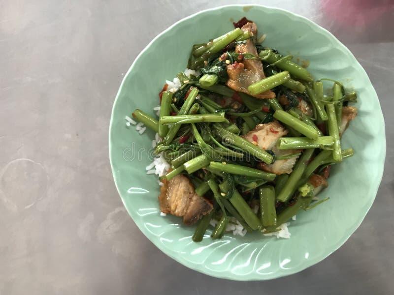 Cierre encima de la cocina tailandesa de los alimentos de preparaci?n r?pida fotografía de archivo