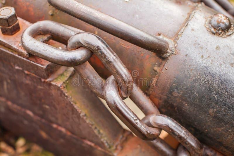 Cierre encima de Rusty Chain Background Image grueso Cadena oxidada vieja del metal en vieja superficie de metal imágenes de archivo libres de regalías