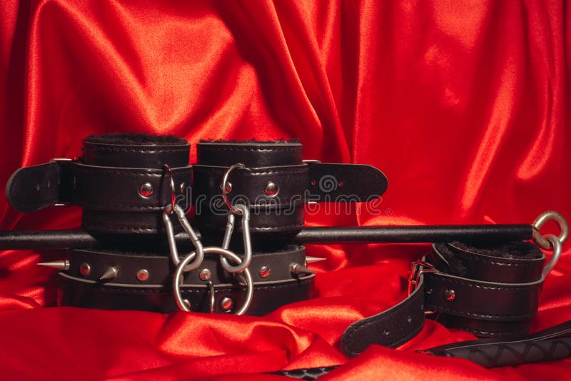 Cierre encima del equipo del bdsm Esclavitud, juegos adultos rizados del sexo, torcedura y concepto de la forma de vida de BDSM imagen de archivo