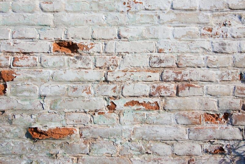 Cierre encima del fondo de la pared de ladrillo, diverso adobe de la forma, textura superficial gastada lamentable del extracto á imagen de archivo libre de regalías