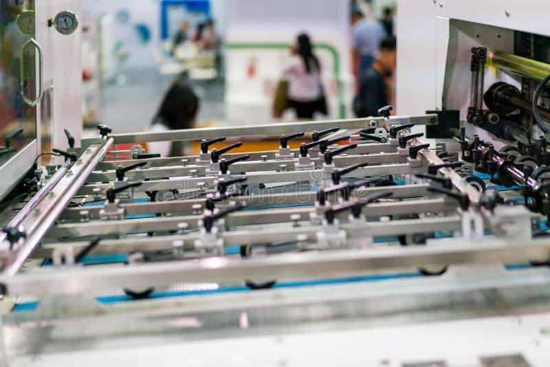 Cierre encima del sistema de la alimentación del detalle y del rodillo de moderno y de alta tecnología de la publicación o de la  imágenes de archivo libres de regalías
