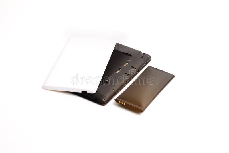 Cierre encima del smartphone hinchado de la batería de ión de litio aislado en el fondo blanco Batería deteriorada lista para que foto de archivo