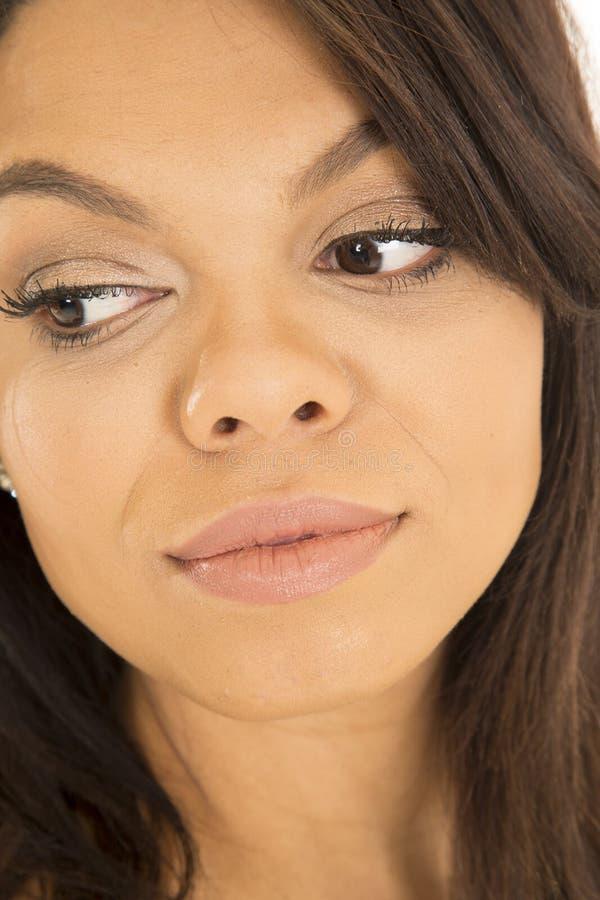 Cierre hawaiano del lado de la mirada de la cara de la mujer foto de archivo libre de regalías