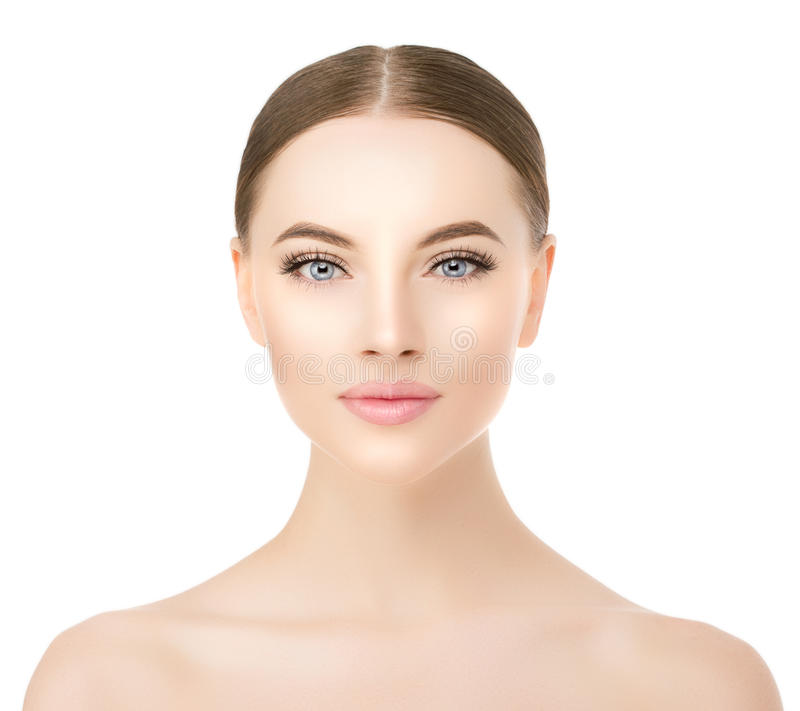 Cierre hermoso de la cara de la mujer encima del estudio en blanco Modelo del balneario de la belleza foto de archivo
