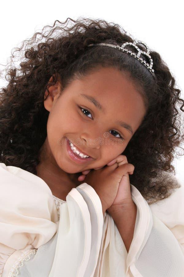 Cierre hermoso para arriba de la muchacha de seis años con la tiara fotografía de archivo libre de regalías