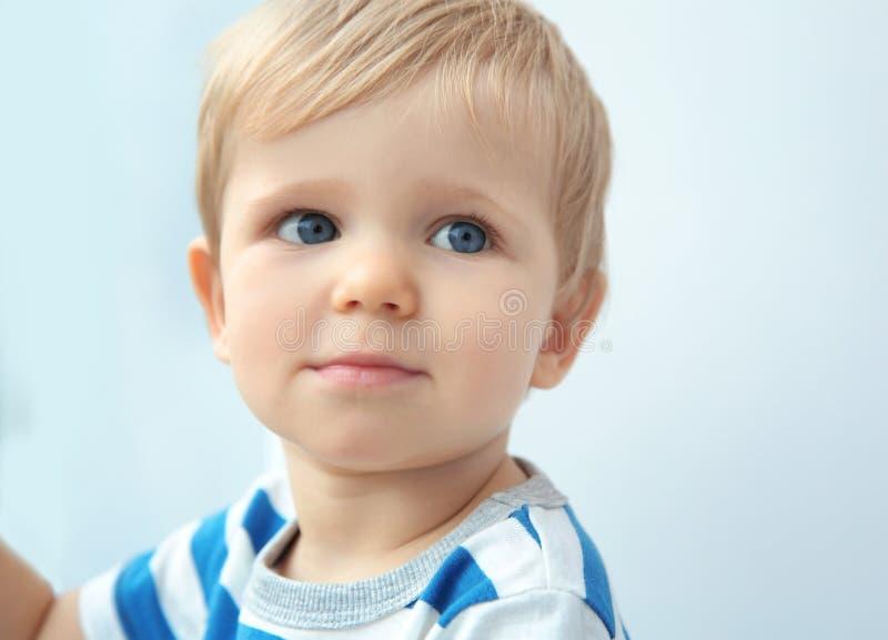 Cierre lindo del bebé para arriba fotografía de archivo