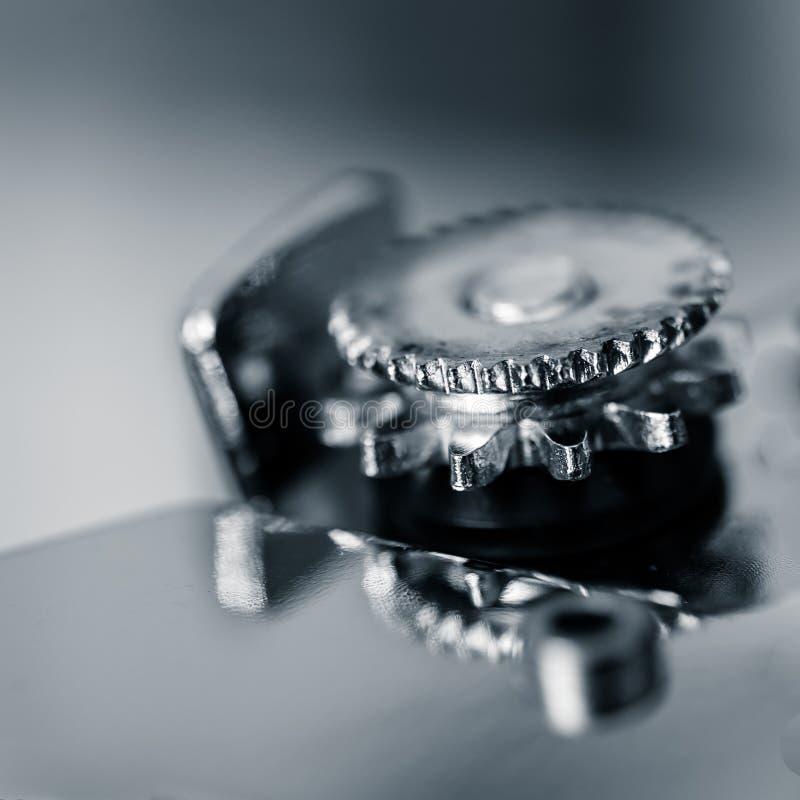 Cierre macro blanco y negro para arriba del engranaje/de la rueda del abrelatas fotos de archivo libres de regalías
