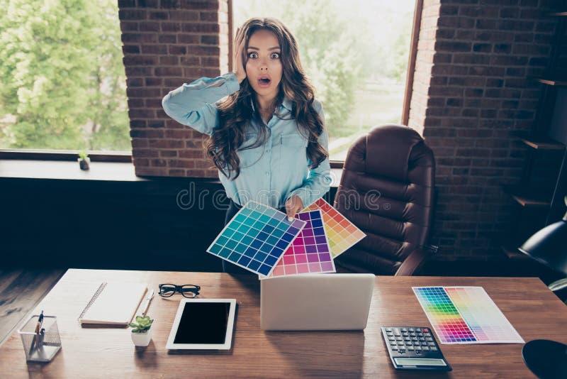 Cierre para arriba la foto hermosa ella sus colores de la plataforma principal del control de la señora del negocio diversos que  imagen de archivo libre de regalías
