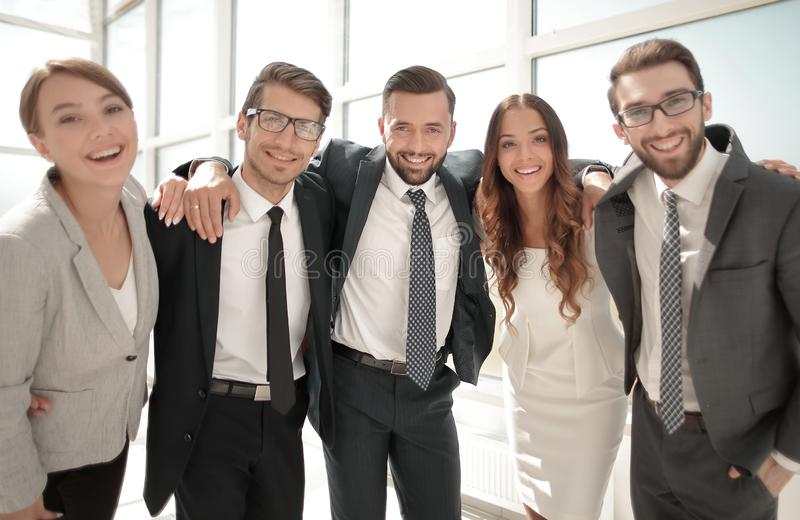 Cierre para arriba retrato de un equipo amistoso del negocio fotografía de archivo