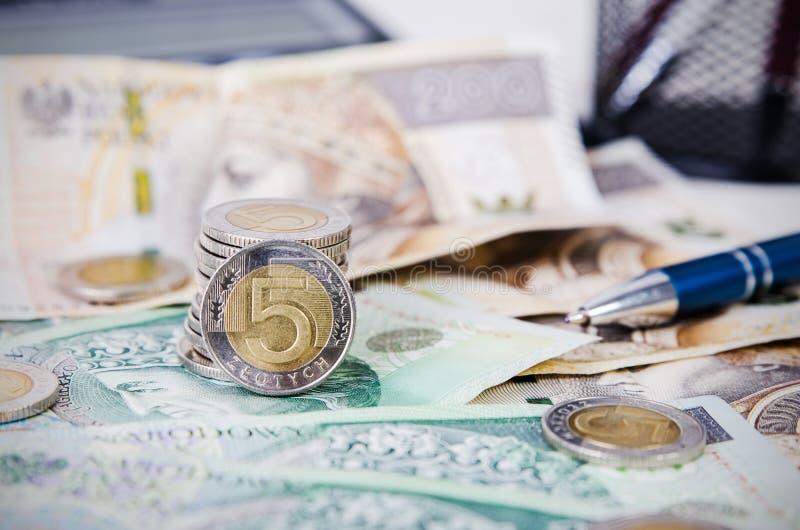 Cierre polaco del dinero encima de la composición del negocio foto de archivo