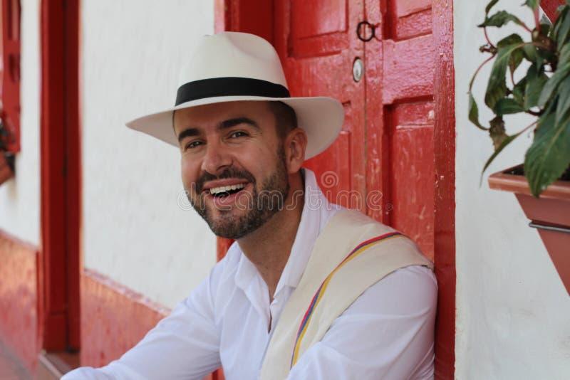 Cierre sonriente masculino colombiano tradicional para arriba imagen de archivo libre de regalías