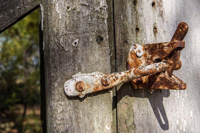Cierre viejo rústico de la puerta imagen de archivo libre de regalías