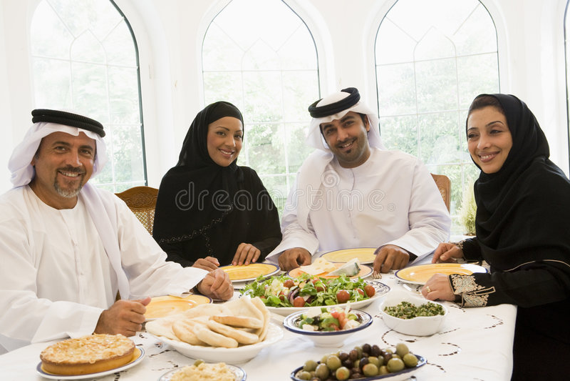 ciesz się wschodnie rodzinny posiłek pożywki fotografia stock
