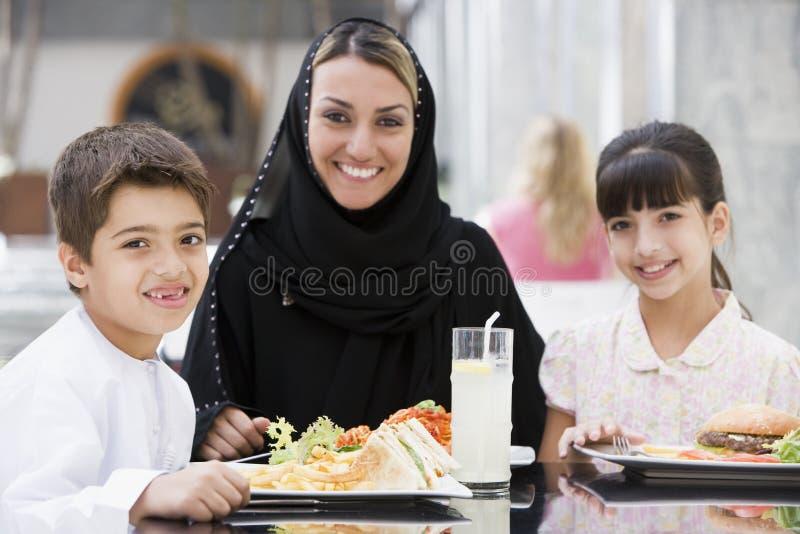 ciesz się wschodnie rodzinny posiłek pożywki zdjęcie stock