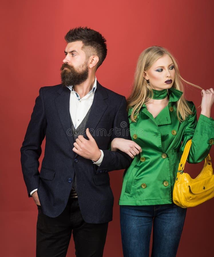 Cieszyć się życzliwych powiązania Miłość powiązania Jesieni mody trendy Para w miłości w modnym stylu moda pary zdjęcie royalty free