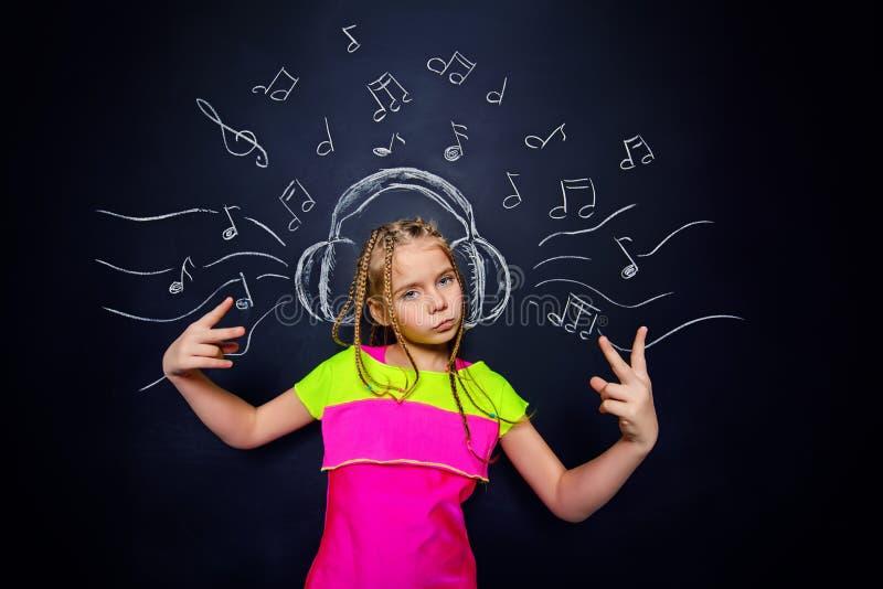 cieszy się dziewczyny muzykę obrazy royalty free