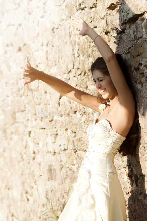 cieszy się kobiety szczęśliwy gacenia światła słonecznego kobieta zdjęcia stock